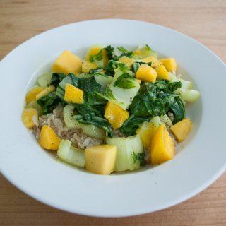 Kokosrijst met paksoi en mango