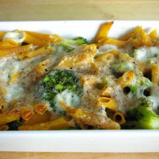 Ovenpasta met broccoli en kaassaus