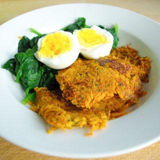 Zoete aardappelrösti met spinazie