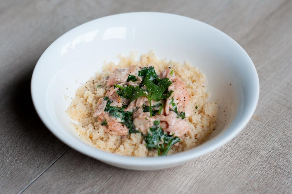 Couscous met zalm in kokos-koriander saus