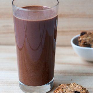 Homemade vegan chocolademelk