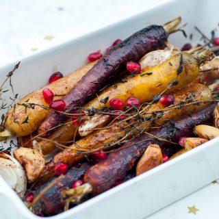 Geroosterde regenboogwortels met gepofte knoflook en balsamico
