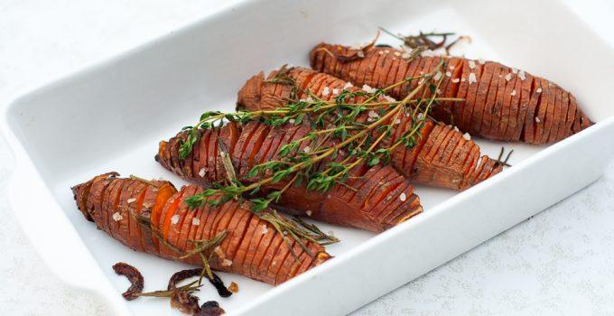Hasselback zoete aardappels met tijm
