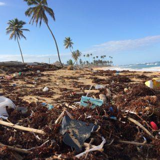 5 tips om minder plastic op vakantie te gebruiken