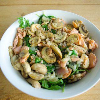Risotto met zalm, rucola en champignons