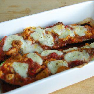 Gevulde courgettes met kip en mozzarella