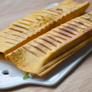 Wortelwraps met geitenkaas, honing en pecannoten