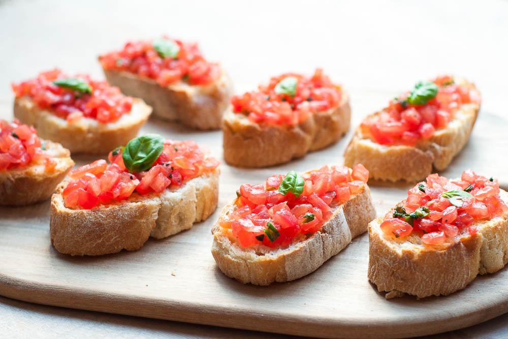 Bruschetta's met tomaat en knoflook