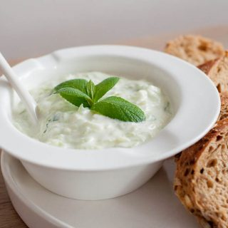 Tzatziki – yoghurtdip met komkommer en knoflook