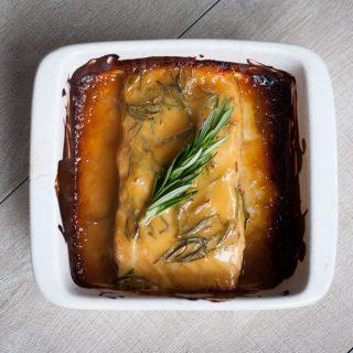 Zalmfilet uit de oven met honing-mosterd rozemarijn saus