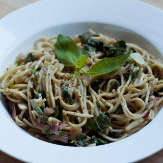 Brandnetelpasta aglio e olio