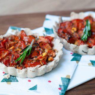 Kruimeltaartjes met tomaat